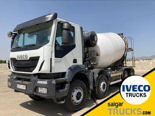 شاحنة خلط الخرسانة IVECO TRAKKER 400